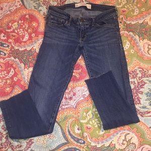 5/25$🦋 A&F frayed hem ankle skinny jeans size 2R